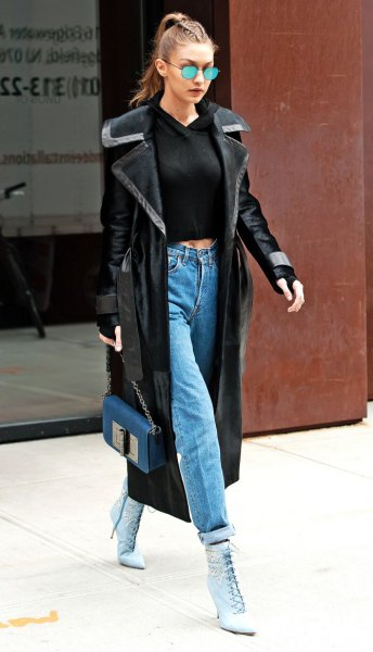 black, cropped, fitted sweater and mom jeans with cuffs