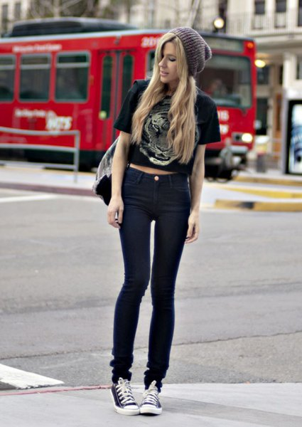 black short graphic t-shirt with skinny jeans