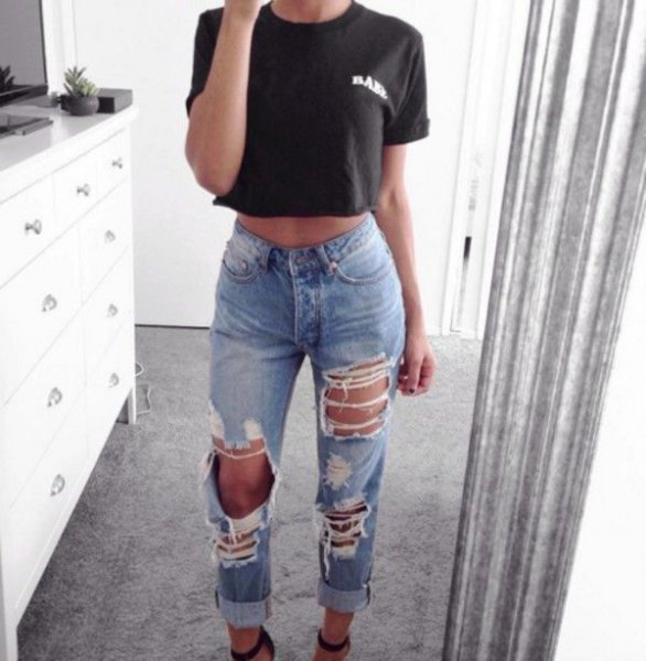 black short t-shirt with destroyed mom jeans