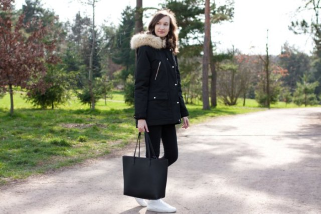 black long coat with hood made of faux fur with matching jeans and sneakers
