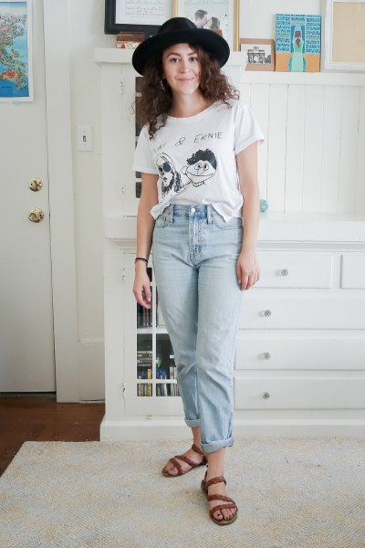 black felt hat with white graphic t-shirt and mom jeans
