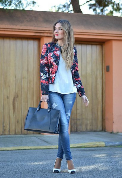 black, tailored floral blazer with a white top with a relaxed fit and skinny jeans