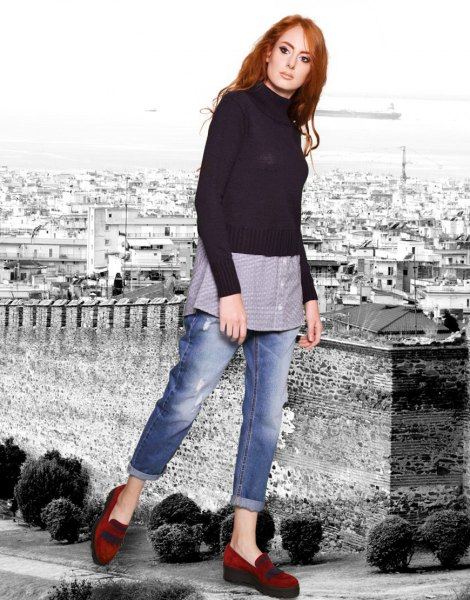 black knitted sweater with boyfriend shirt and jeans with cuffs