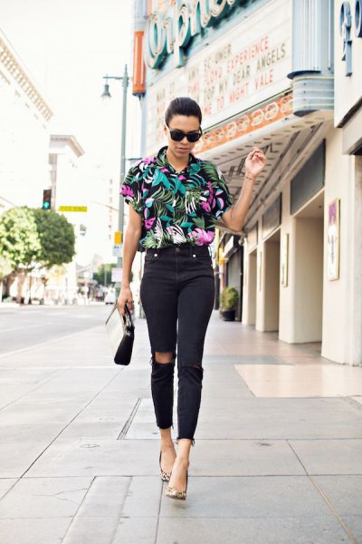 black aloha shirt with floral pattern and high-cut skinny jeans