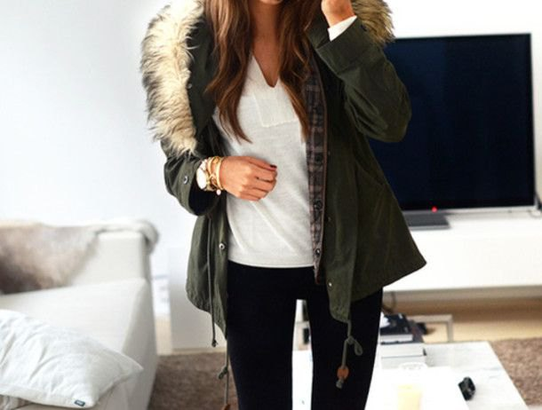 Black fur hooded jacket with white V-neck t-shirt and skinny jeans