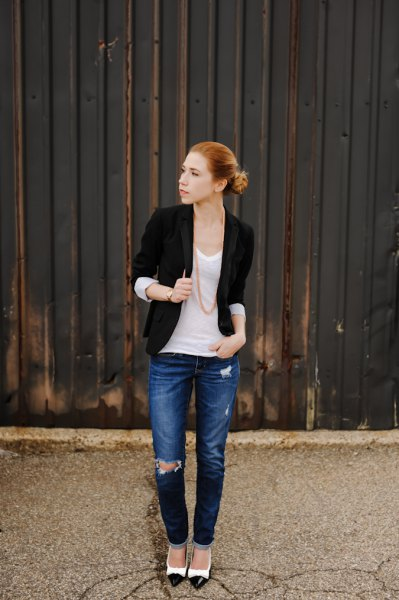 black half-sleeved jacket with white tank top with scoop neck and blue jeans