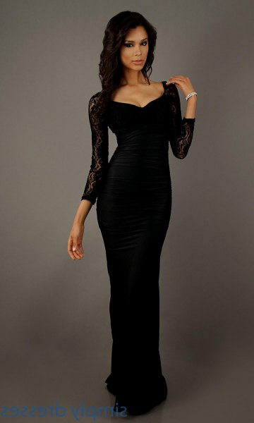 Figure-hugging floor-length dress with black lace sleeves