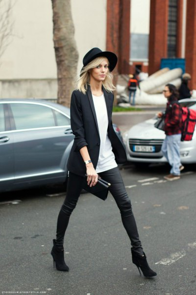 black long blazer with tunic T-shirt and felt hat