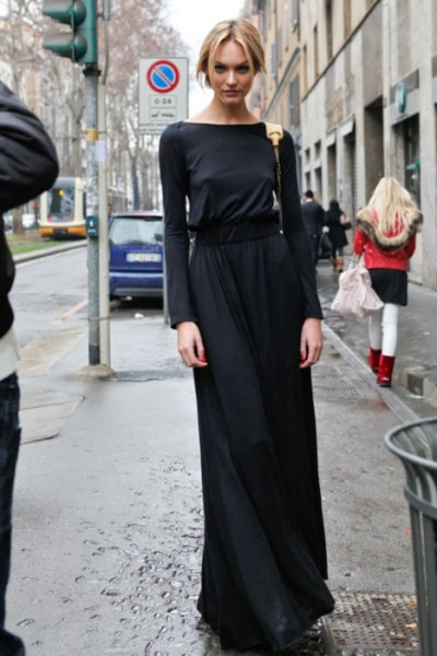black maxi dress made of long-sleeved jersey
