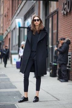 black long wool coat with skinny jeans and buckskin shoes