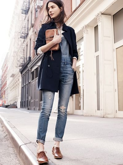 black longline blazer with gray-blue skinny jeans with cuffs and brown oxford shoes