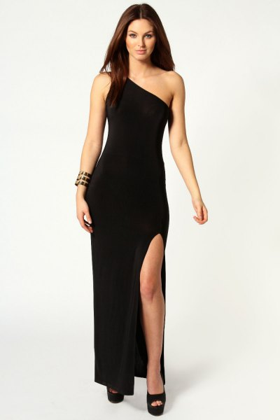 black shoulder-high dress with open toes