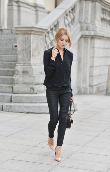 black oversized shirt with skinny jeans and pink pointed toe heels