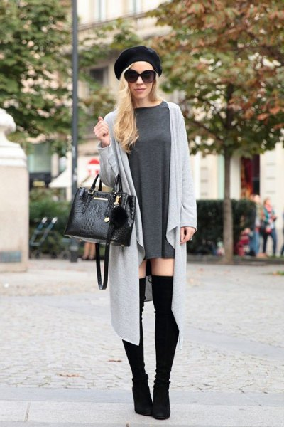 black painter's hat with a gray longline cardigan and overknee boots