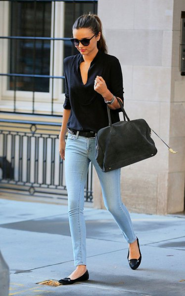 black shirt with light blue skinny jeans and ballerinas