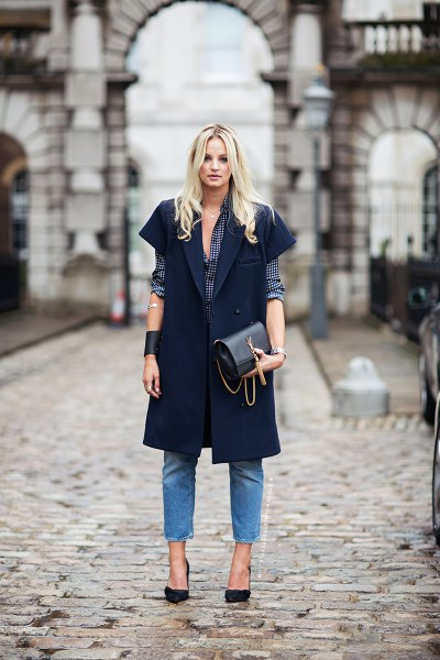 black short-sleeved longline blazer with blue jeans