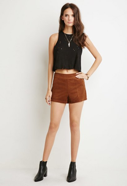 black sleeveless crop top brown shorts