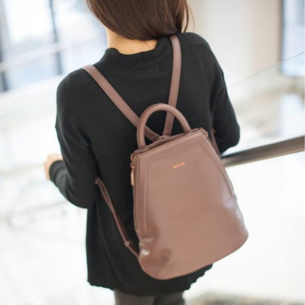 black sweater with gray skinny jeans and blushing pink leather handbag