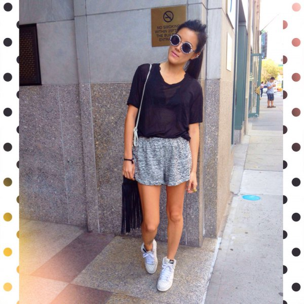black t-shirt with heather gray sweatpants and white sneakers