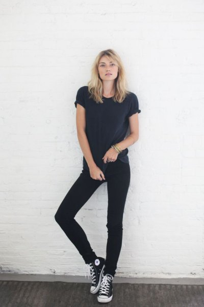 black t-shirt with matching skinny jeans and high top