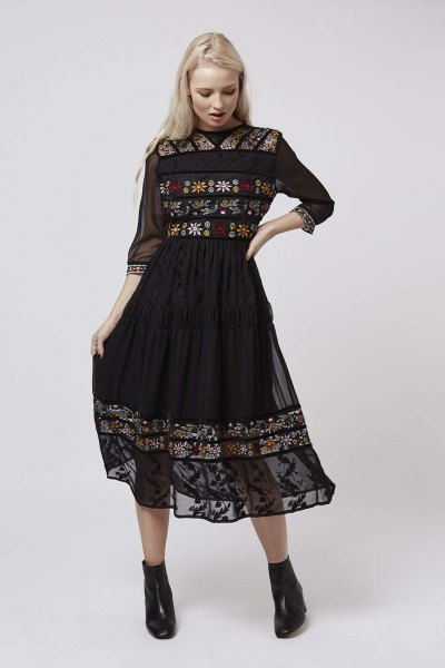 black midi dress with three-quarter sleeves embroidered with chiffon