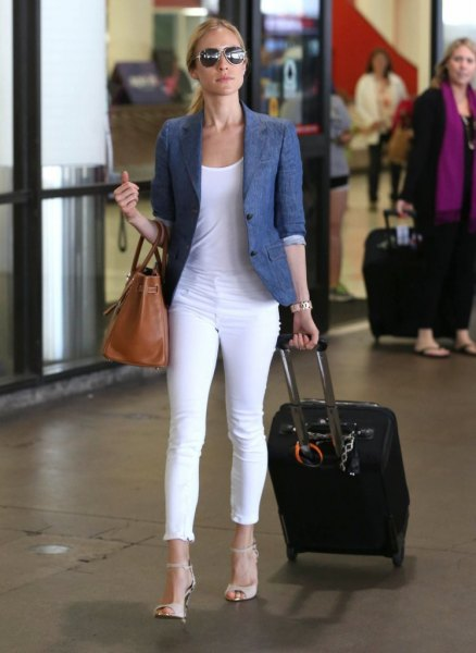 blue half sleeve blazer with white skinny jeans with cuffs