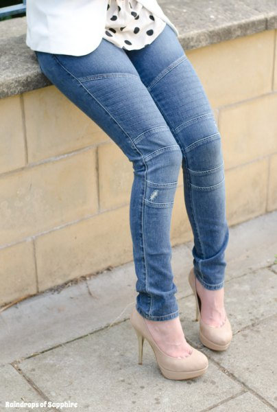blue moto jeans with white and black polka dot blouse and pink heels