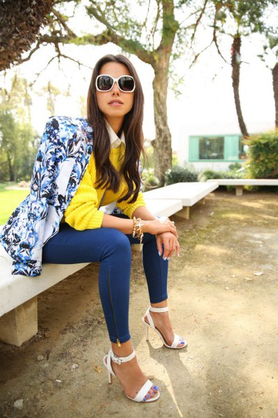 blue printed blazer with lemon yellow sweater and skinny jeans