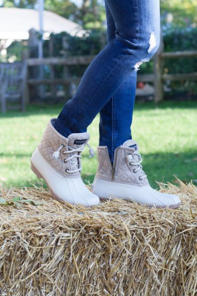 blue ripped skinny jeans, white and pink quilted duck boots