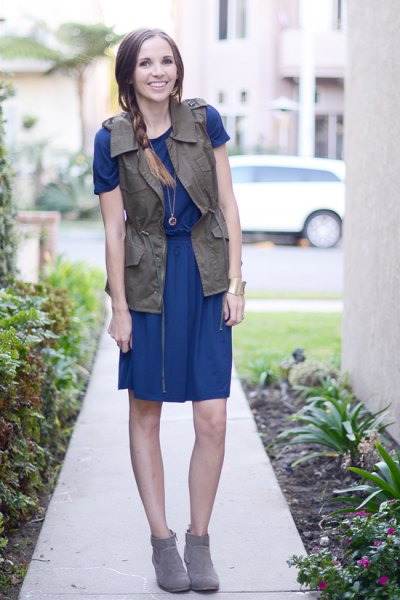 blue t-shirt dress cargo vest