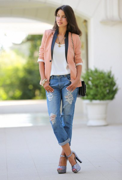 Blush pink casual blazer with a white t-shirt and boyfriend jeans