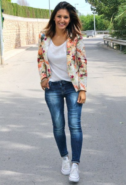 Blush pink floral blazer with a white scoop neck t-shirt and blue jeans