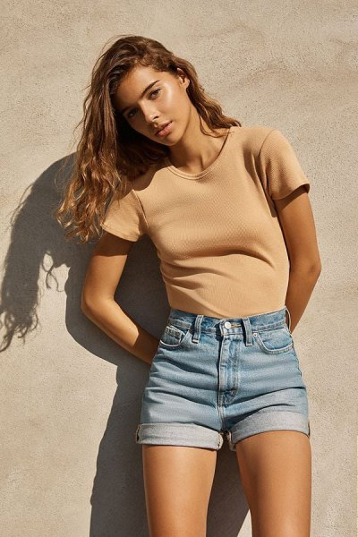 blushing, figure-hugging t-shirt with light blue mom jeans shorts with cuffs