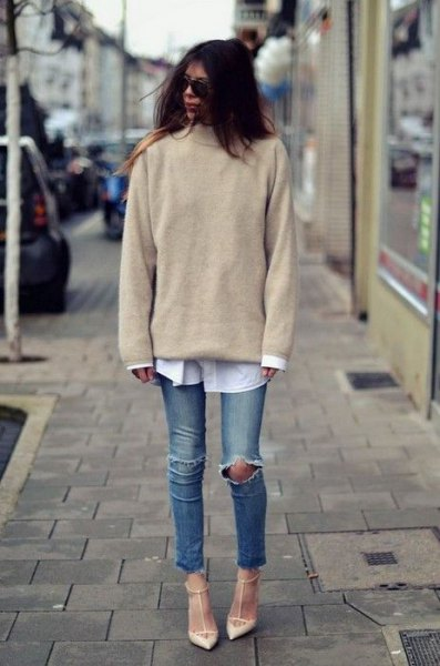 Blushing pink knitted sweater with a white shirt with buttons and ripped knee jeans
