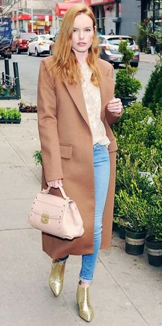 Blushing pink maxi wool coat with a blouse with a floral pattern and light blue skinny jeans