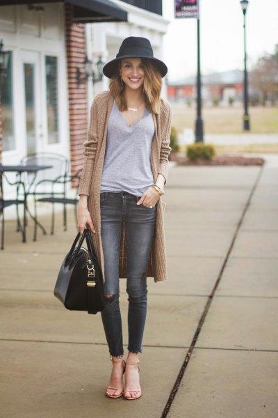 blushing pink sweater with gray skinny jeans