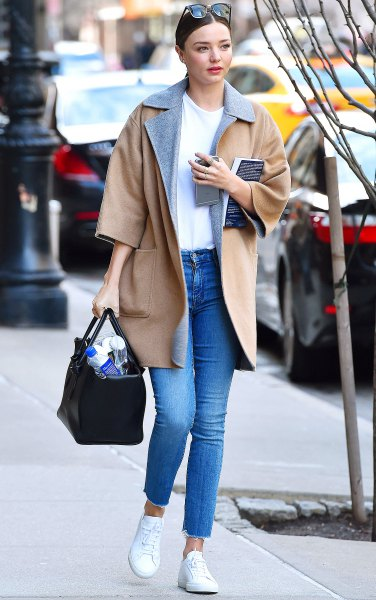 Blushing pink wool coat with three-quarter sleeves, mom jeans and white tennis shoes