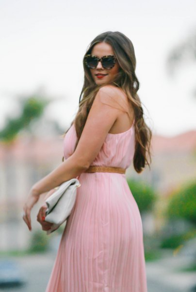 Rouge sleeveless maxi dress with pleats and belt