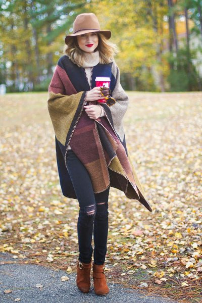 Wrap sweater in brown and navy blue with floppy hat and skinny jeans