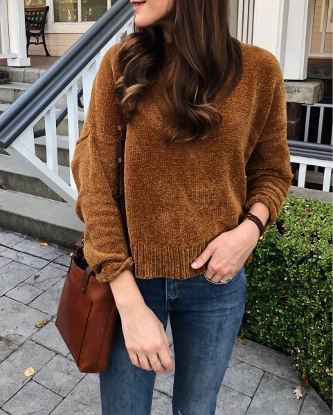 brown knitted sweater with dark blue skinny jeans