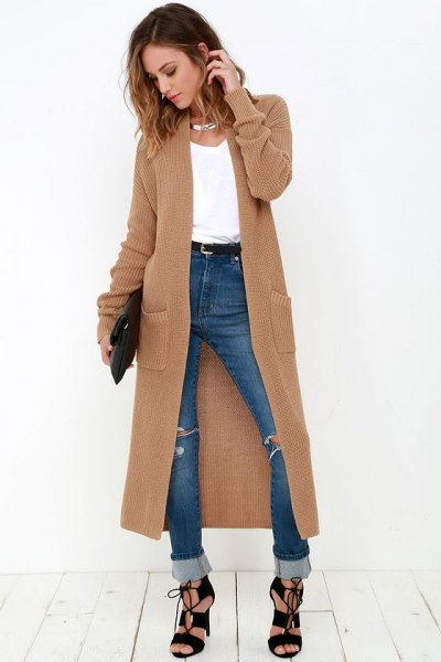 brown maxi cardigan with blue jeans with high cuffs
