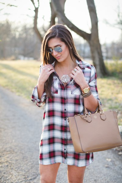 Burgundy and white checked tunic with pink leather handbag