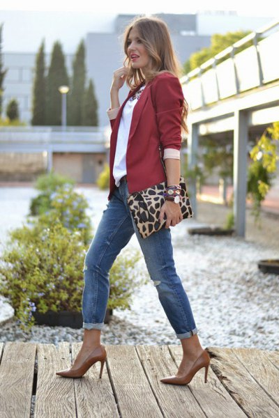 Burgundy blazer with a white blouse and gray-blue jeans with cuffs