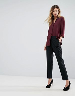 burgundy shirt with buttons and black chinos and heels