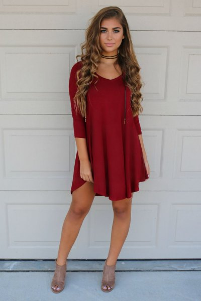 Burgundy shift dress, red choker