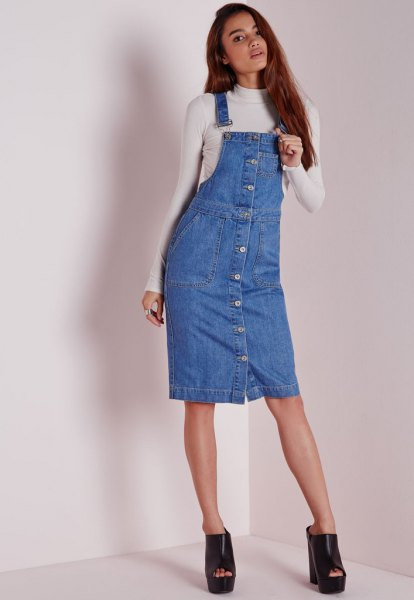 Overall denim dress with button placket, white, figure-hugging sweater