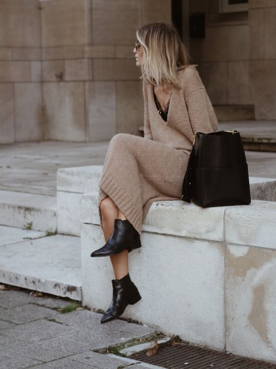 Camel sweater dress black
