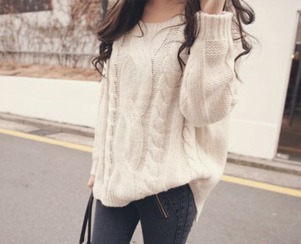 coarsely knitted sweater with gray skinny jeans