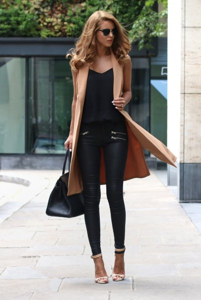 sleeveless long-linen jacket made of camel with black leather pants