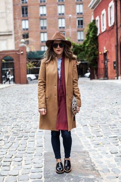 Camel wanderer's coat with a brown longline coat and black leather shoes